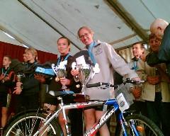 La joie d'Heidi d'avoir remporté un Vélo ainsi qu'une MA-GNI-FI-QUE Trotinette!