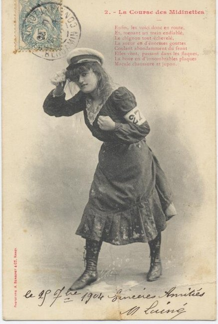 1903: 1° course des midinettes. Le public n'a pas encore dans l'oeil la silhouette de la femme faisant du sport ; les efforts des concurrentes étaient inconnus, et beaucoup semblèrent laides de geste