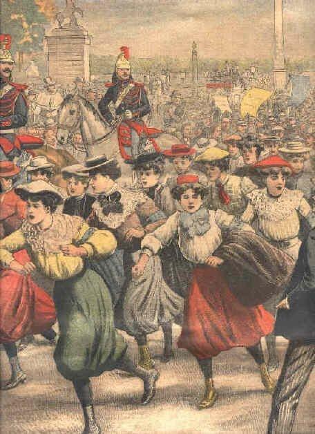 Costumes de ville avec chapeau, voilette, ombrelle, cotoyaient les culottes de cycliste, mais la majorité avait adapté leur jupe classique.